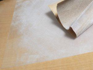 プラバンを紙やすりで擦る