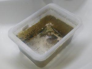 壊れたポリプロピレン樹脂水槽 ①
