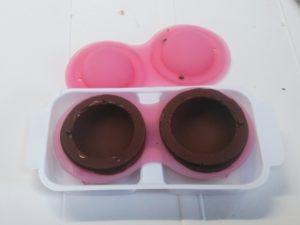 冷凍後のカプセルチョコレート型