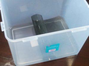 プラスチックコンテナーと鉢底ネット
