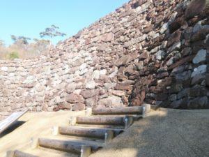 屋嶋城の石垣