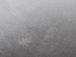 紙やすりで磨き終わったプラバンの拡大