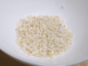 マイクロワーム培養用の押し麦