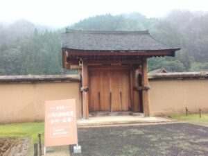 江馬氏館跡庭園の入り口