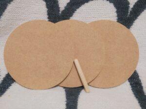 円形のMDF3枚と木ダボ1本